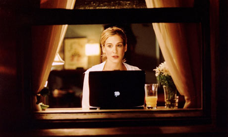 Carrie-with-her-Mac.-001